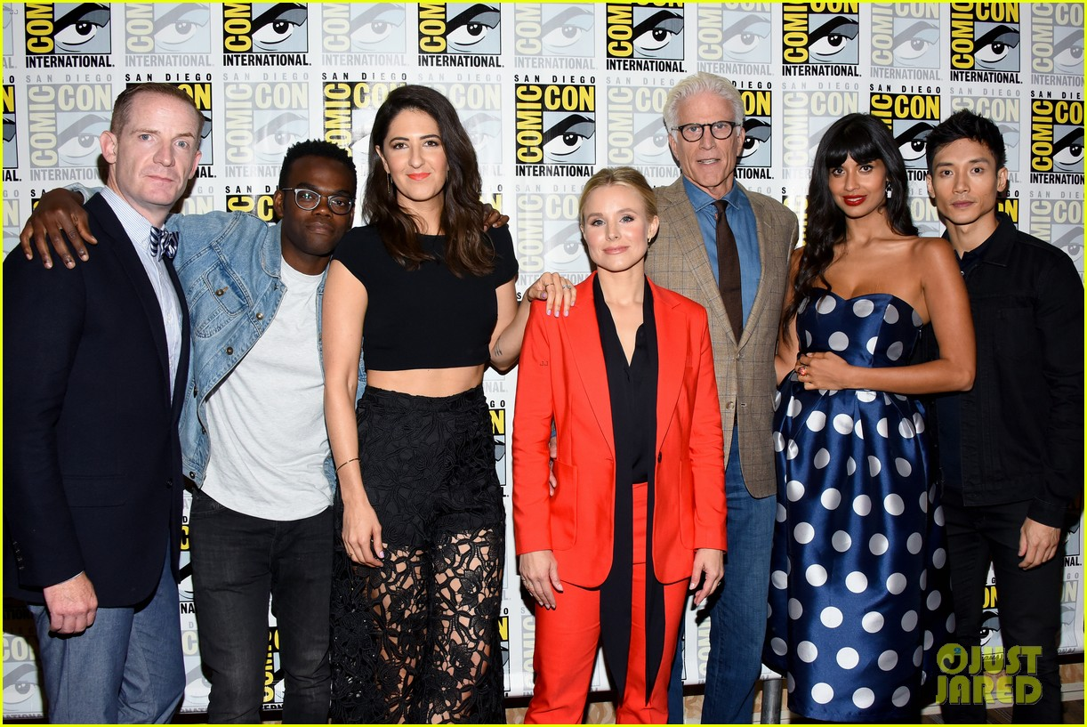 Kristen Bell & Ted Danson Promote 'The Good Place' Season 3 at Comic
