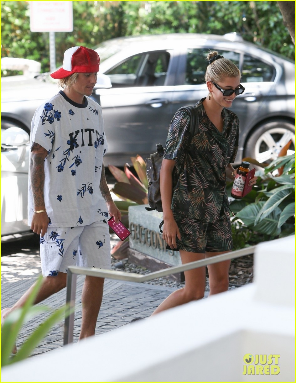 justin bieber shows off tattooed torso on vacation with hailey baldwin 304114514