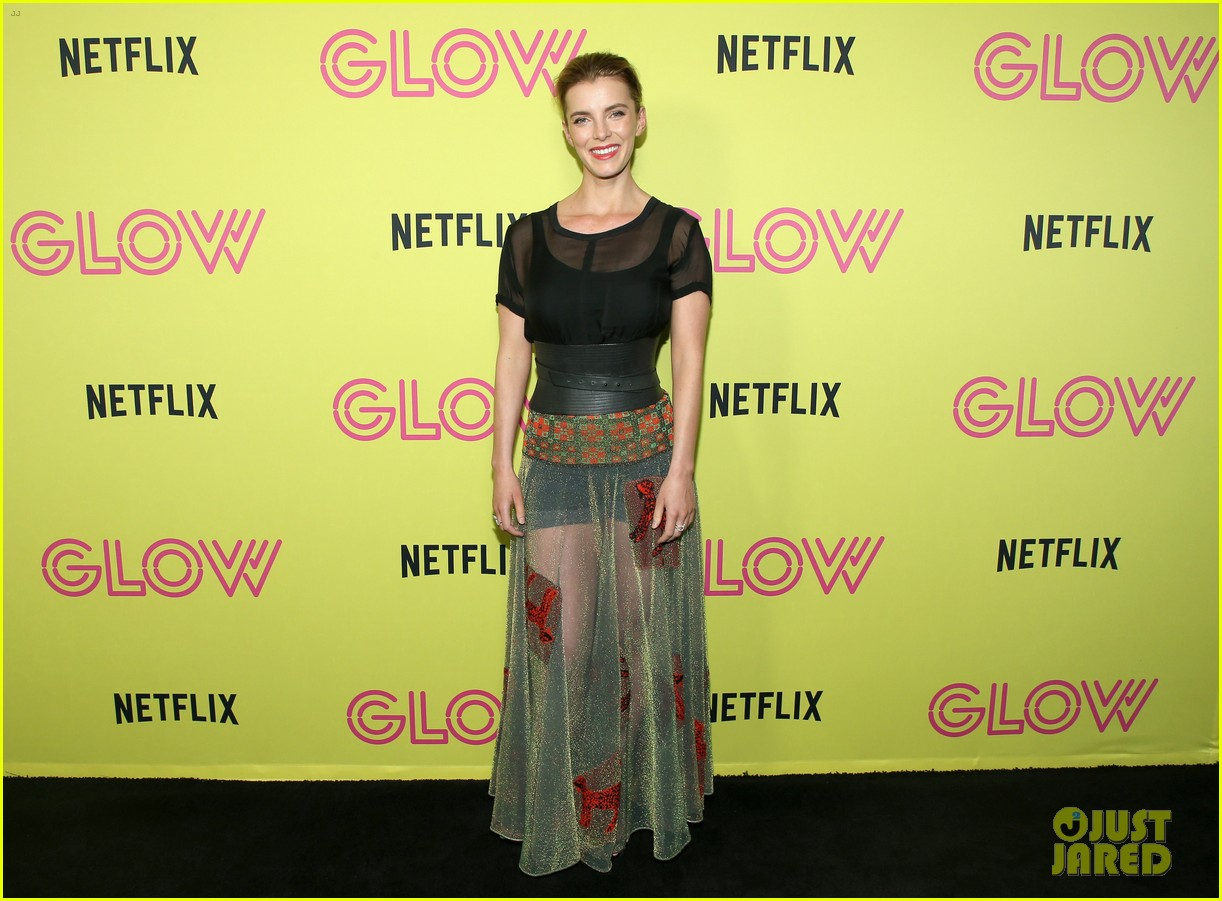 alison brie betty gilpin glow cast celebrate at emmy skate party 164122479