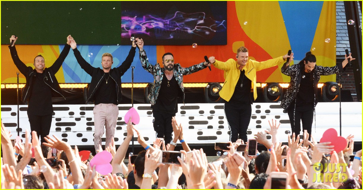 backstreet boys perform their hits on good morning america 024114211