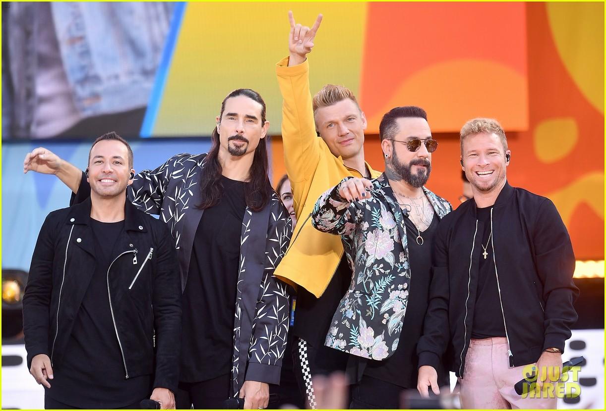 backstreet boys perform their hits on good morning america 074114216
