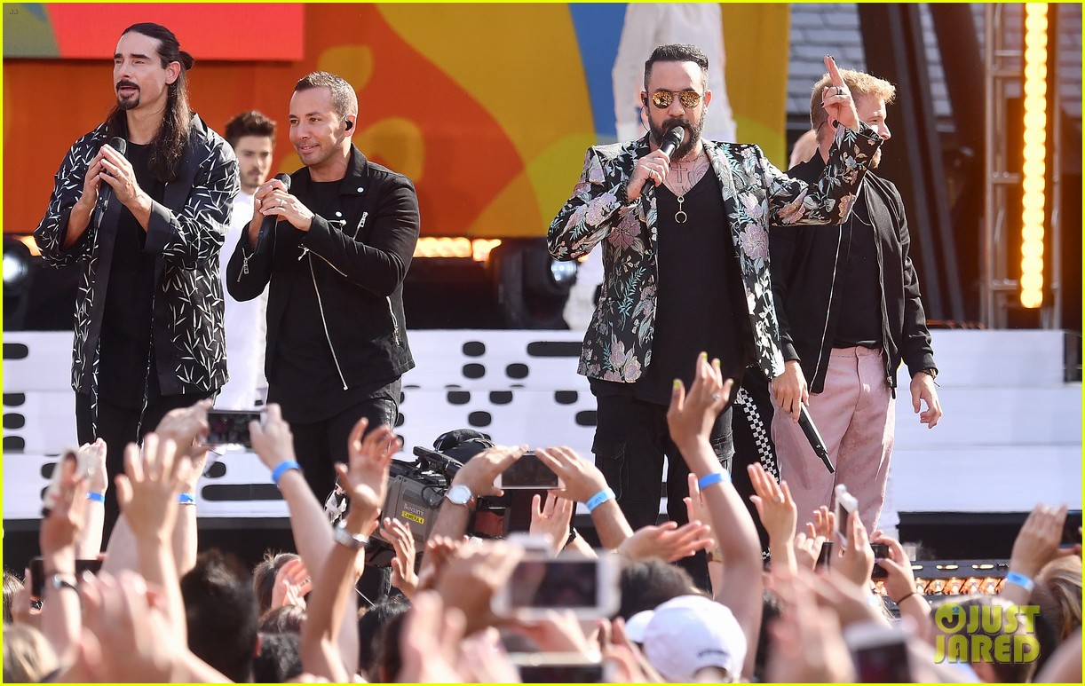 backstreet boys perform their hits on good morning america 114114220