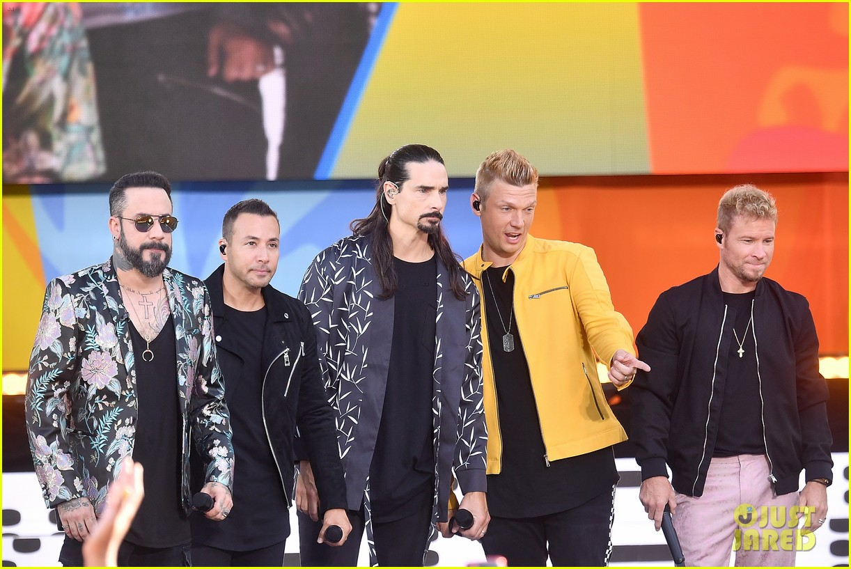 backstreet boys perform their hits on good morning america 124114221