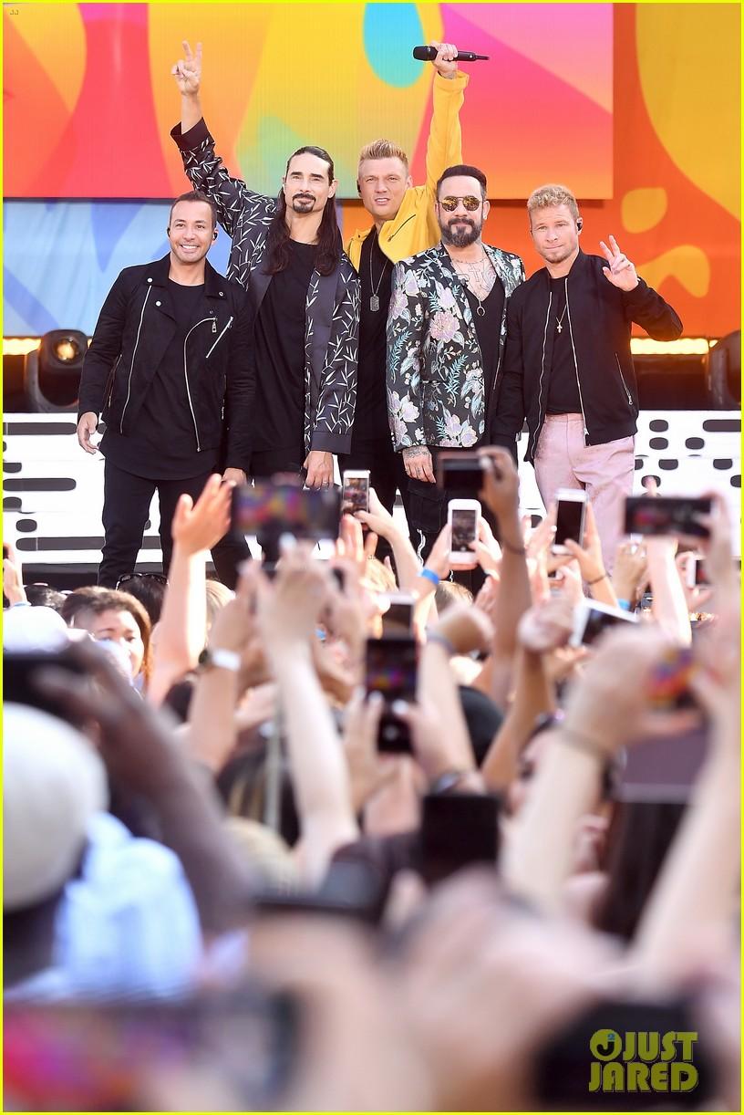 backstreet boys perform their hits on good morning america 134114222