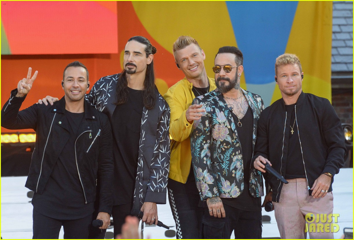 backstreet boys perform their hits on good morning america 194114228