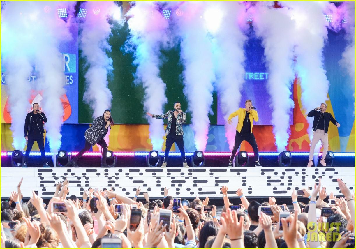 backstreet boys perform their hits on good morning america 214114230