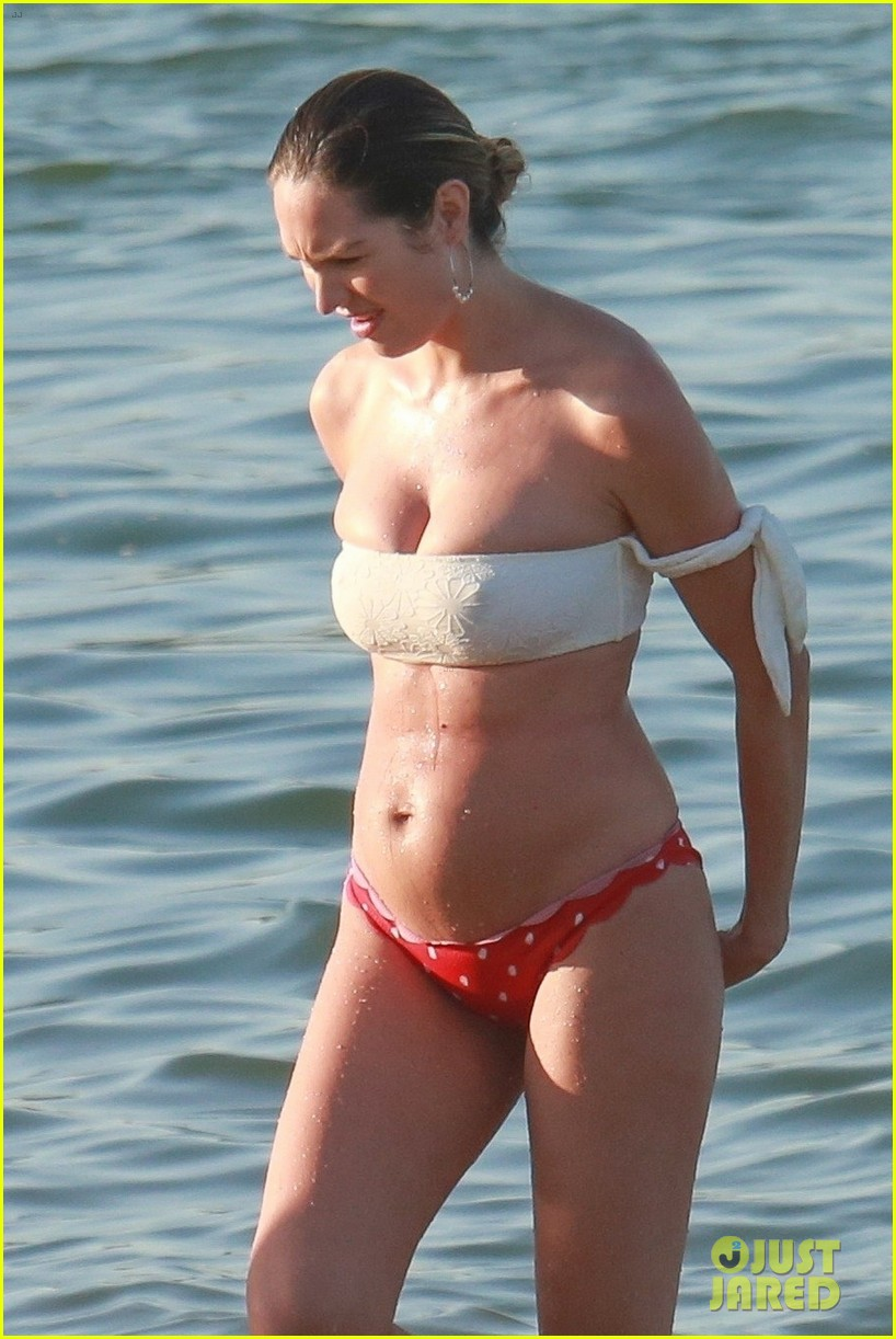candice swanepoel 12 days postpartum bikini beach 024112950