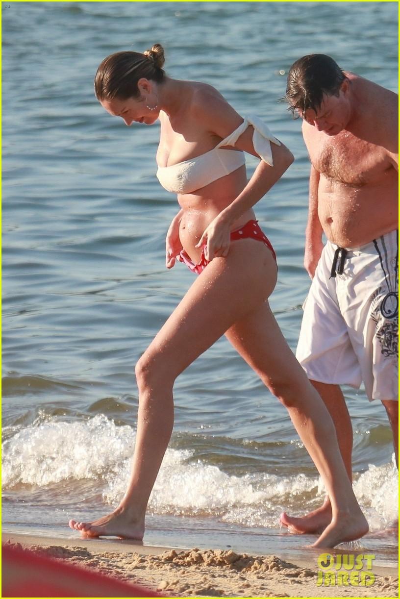 candice swanepoel 12 days postpartum bikini beach 164112964