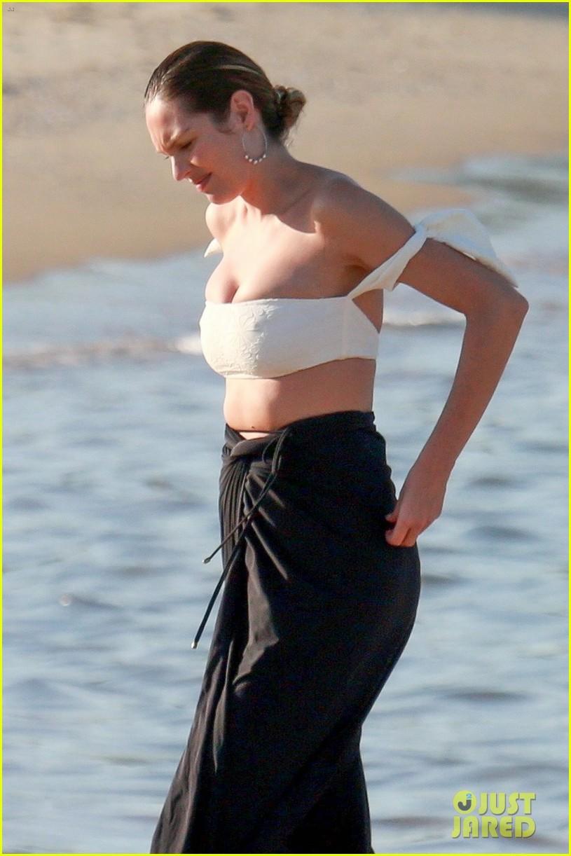 candice swanepoel 12 days postpartum bikini beach 244112972