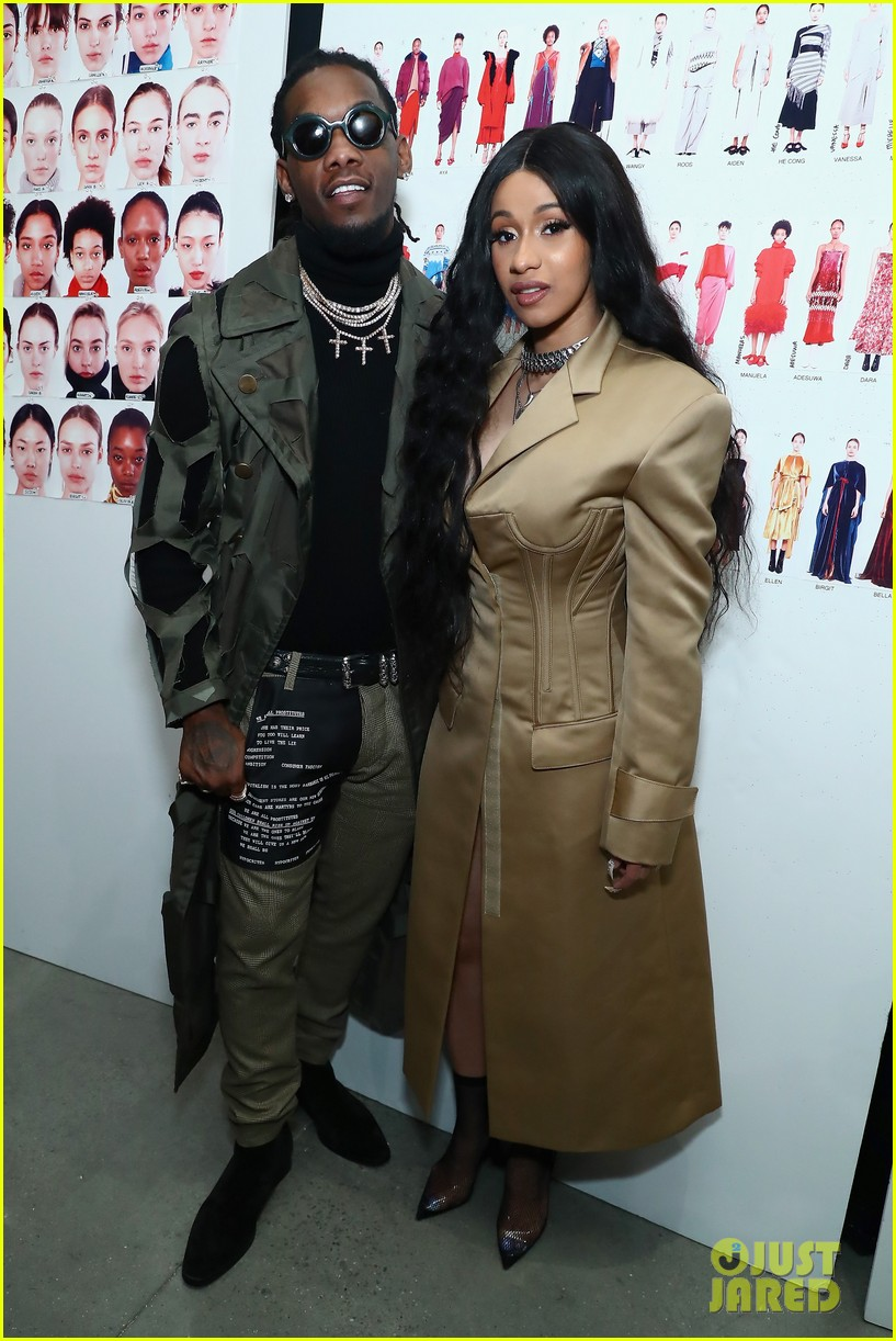 cardi b gives birth baby girl offset 044112853