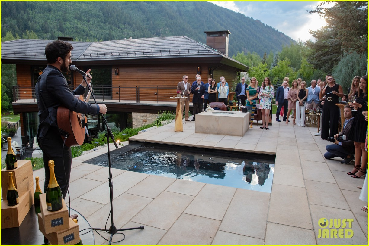 darren criss hosts intimate dinner party in aspen 114114610