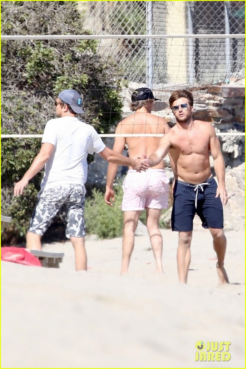 leonardo dicaprio adds scott eastwood to his volleyball squad 134119227
