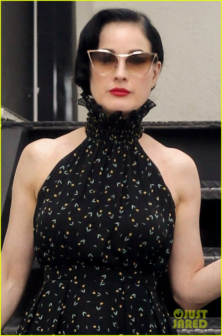 dita von teese spends the day shopping in la 024112780