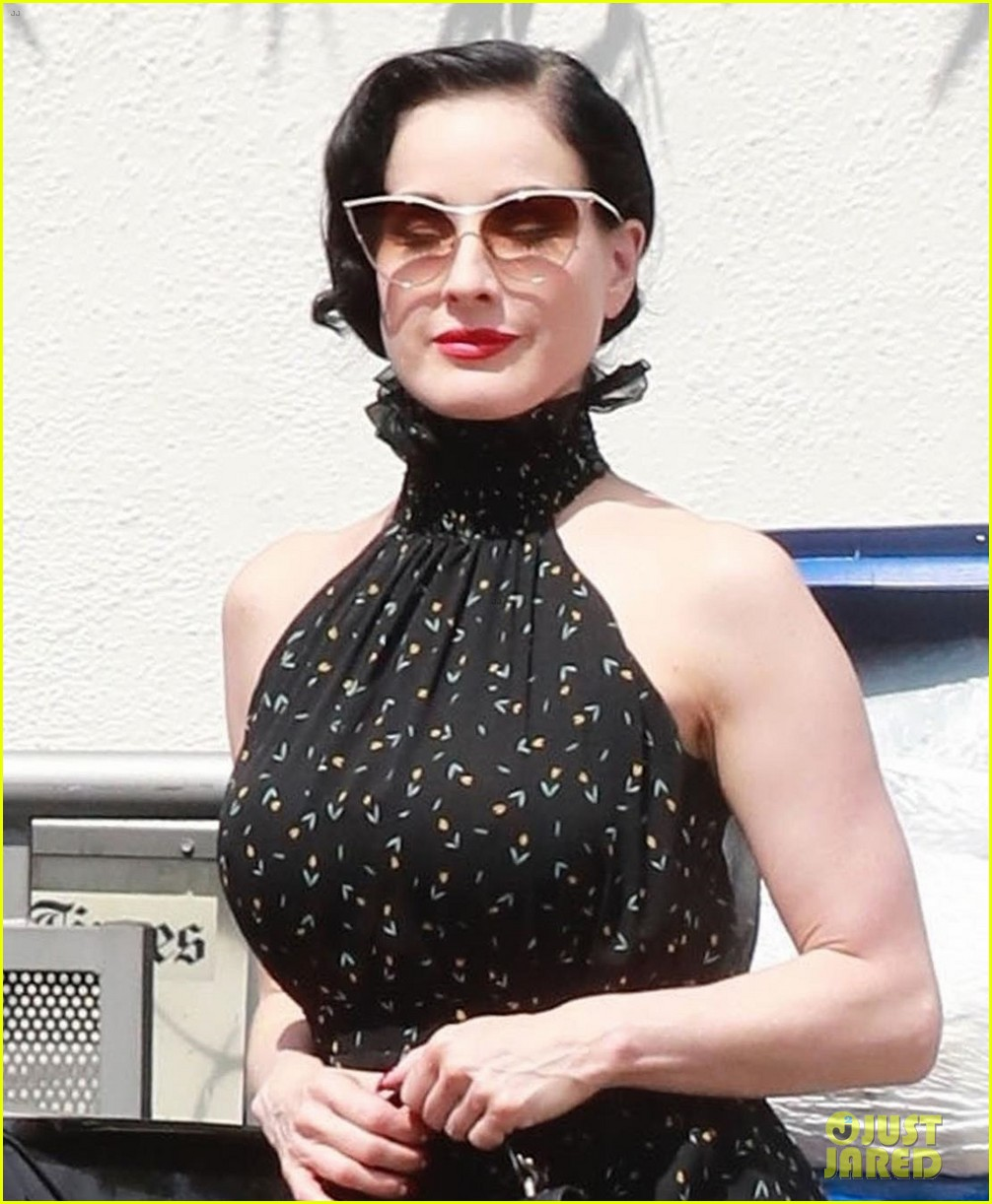 dita von teese spends the day shopping in la 044112782