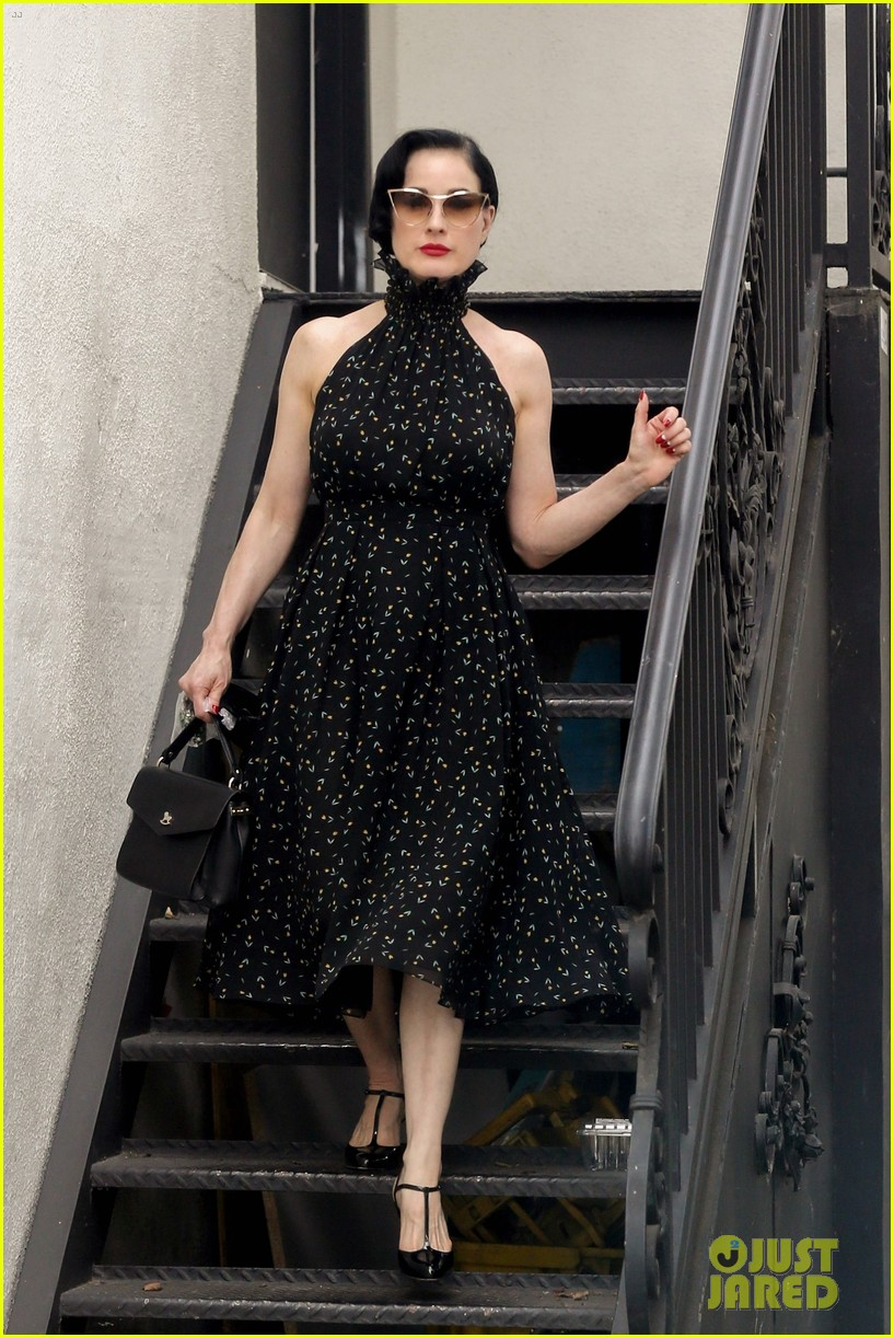 dita von teese spends the day shopping in la 054112783