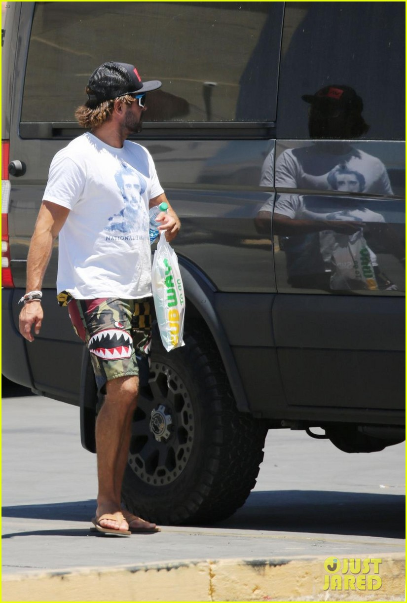 zac efron picks up subway while on vacation in arizona 034110061