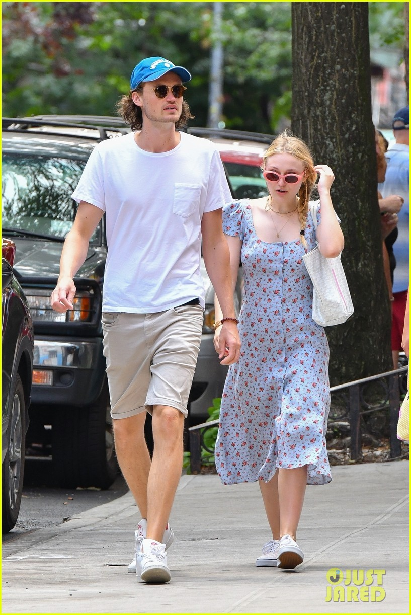 dakota fanning boyfriend henry frye weekend lunch date 054118963