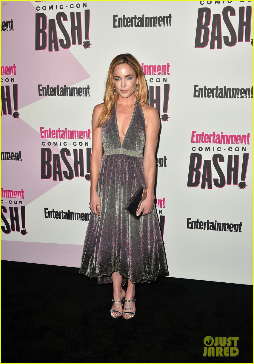 the flash stars wow at ew comic con bash 014118783
