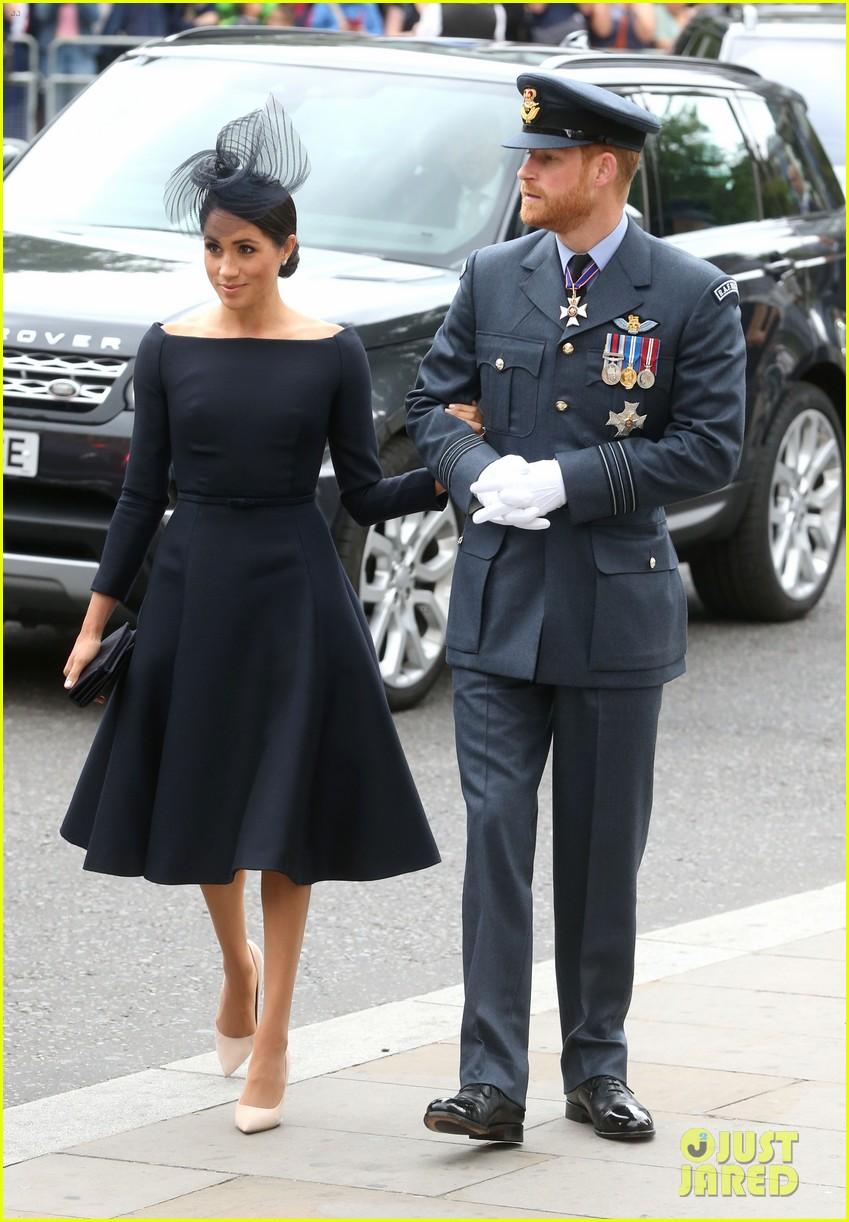 royal family royal airforce birthday 074112254