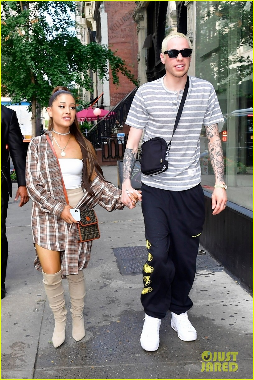 ariana grande pete davidson look so happy together 084115408