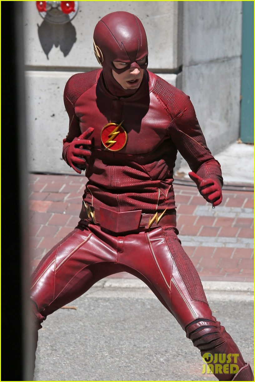 grant gustin suits up on the flash set in vancouver 054116055