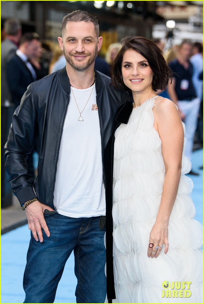tom hardy charlotte riley swimming with men premiere 024110746