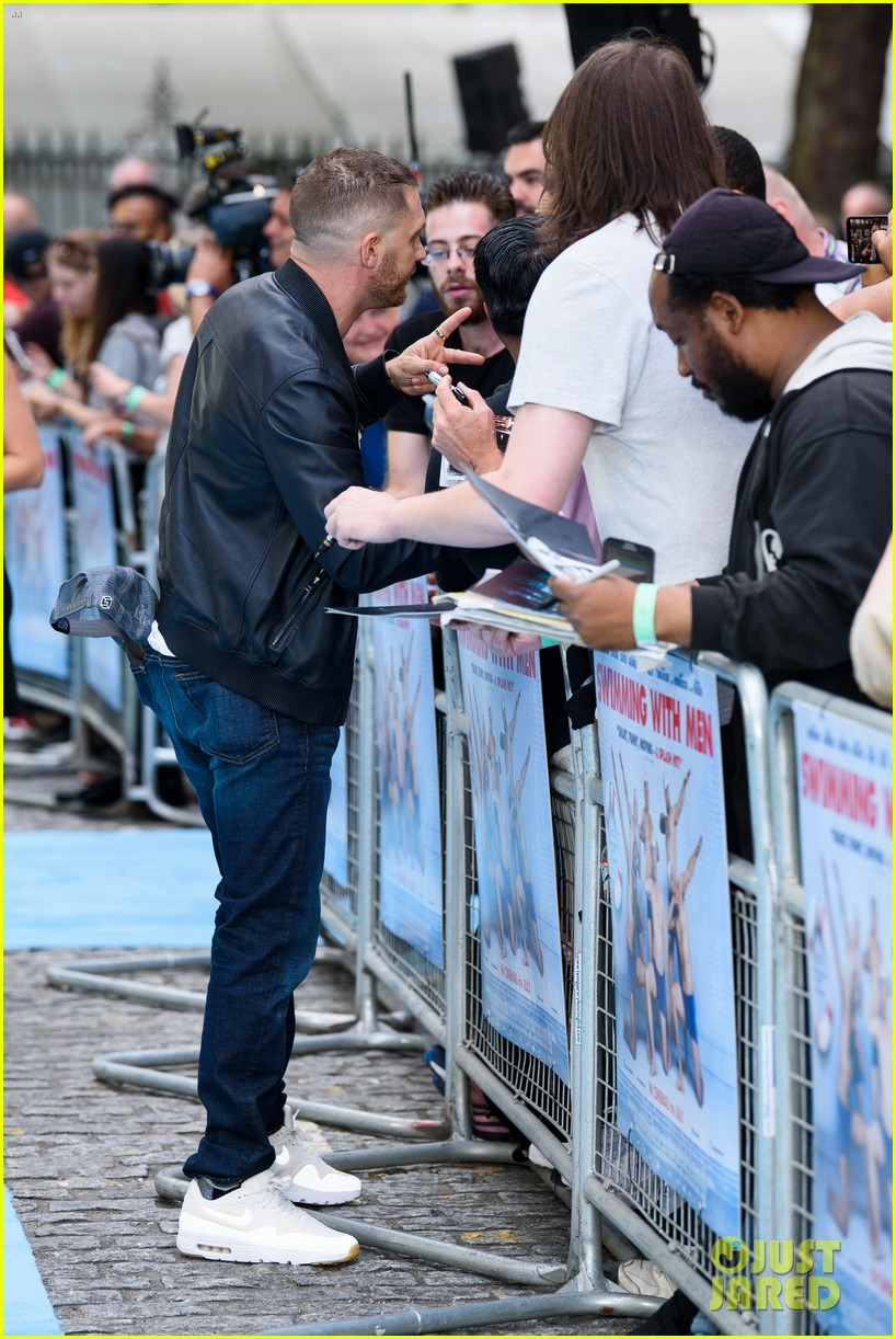 tom hardy charlotte riley swimming with men premiere 074110751
