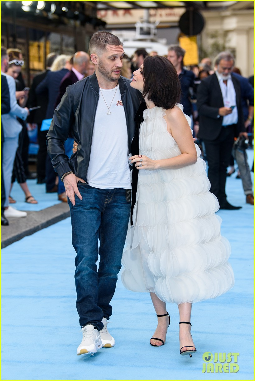 tom hardy charlotte riley swimming with men premiere 114110755