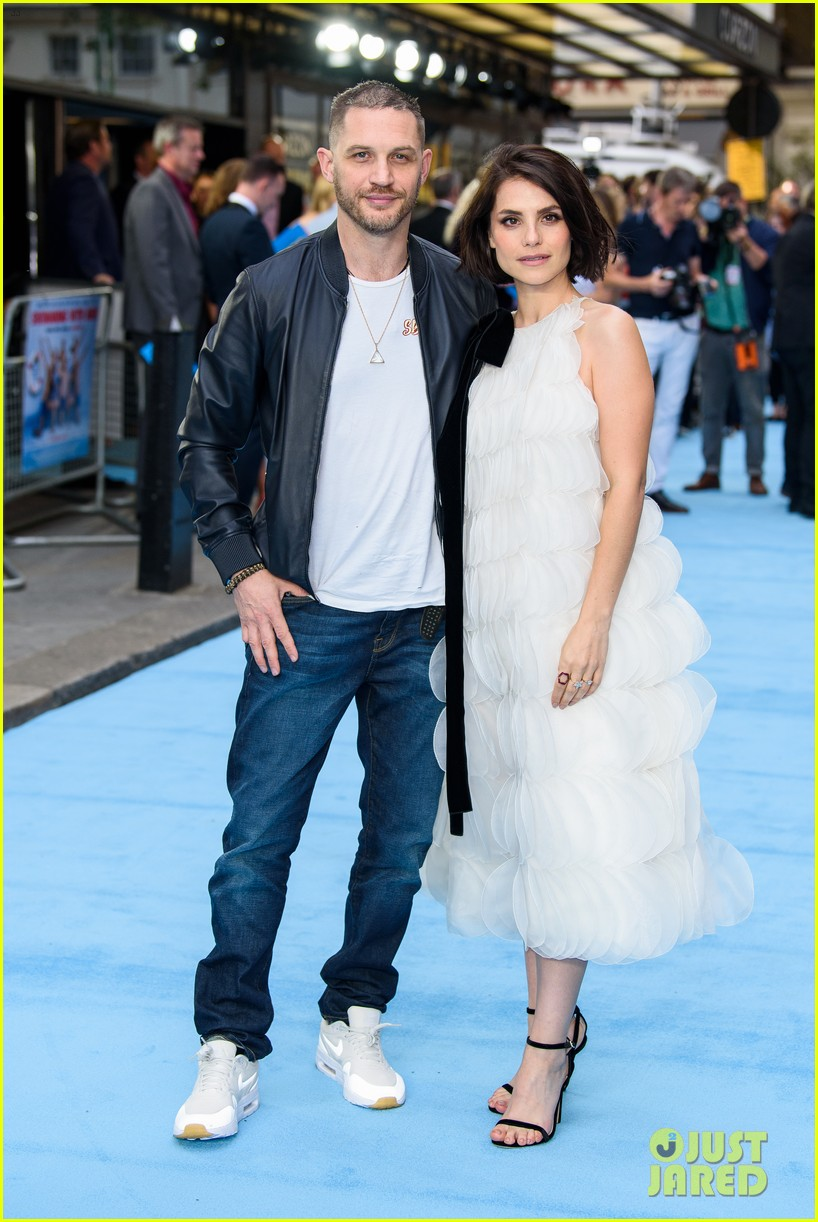 tom hardy charlotte riley swimming with men premiere 124110756