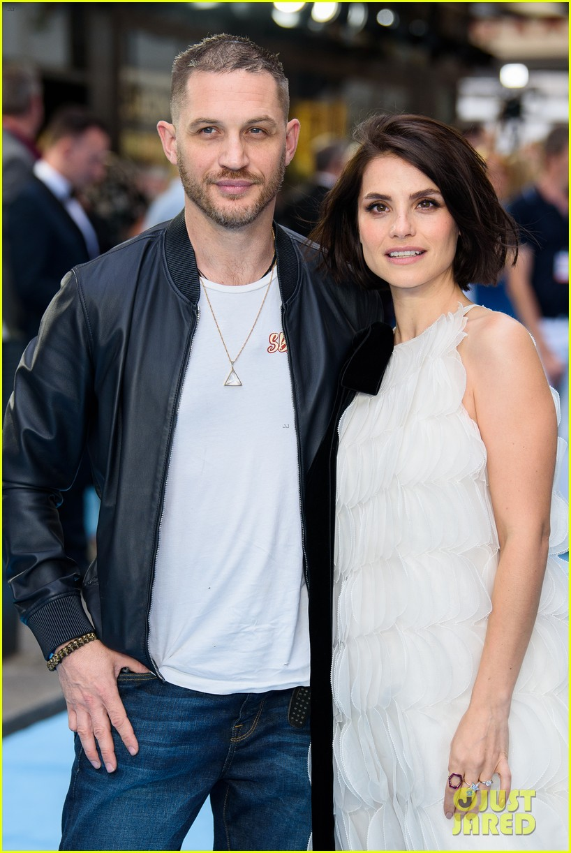 tom hardy charlotte riley swimming with men premiere 134110757