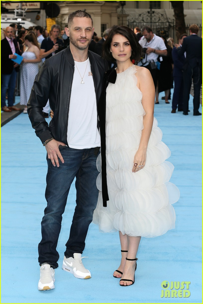tom hardy charlotte riley swimming with men premiere 214110765