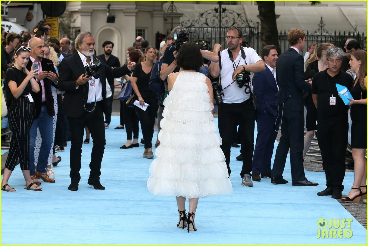 tom hardy charlotte riley swimming with men premiere 244110768