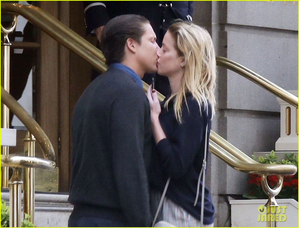 amber heard kisses vito schnabel 054112889