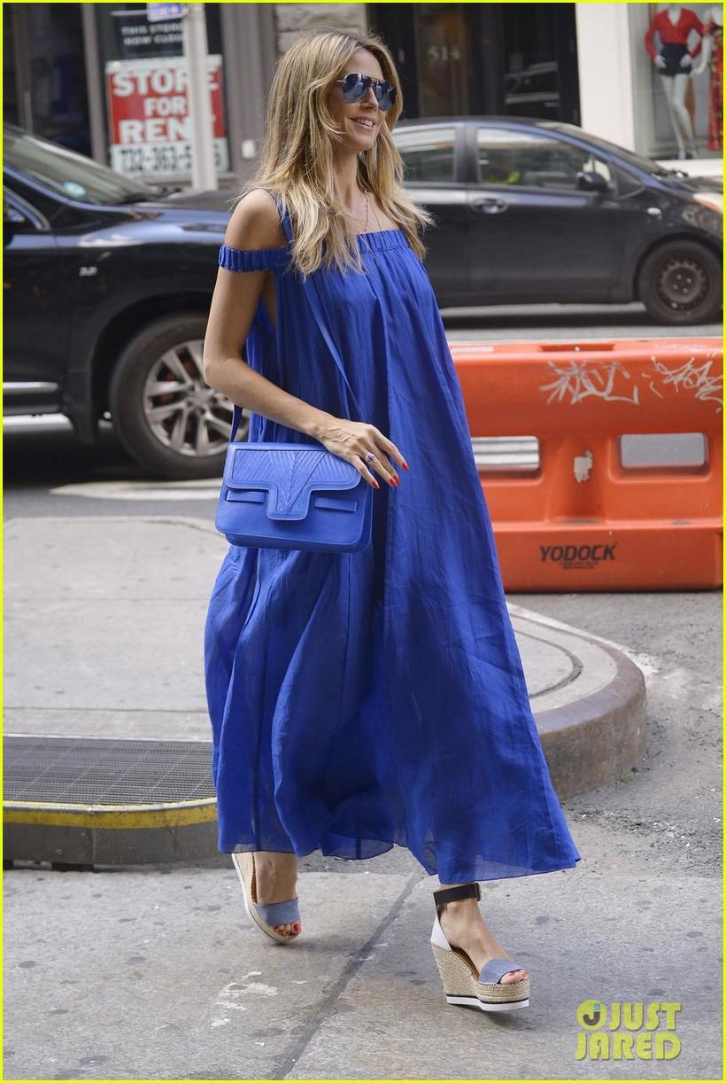 heidi klum blue dress 034119095