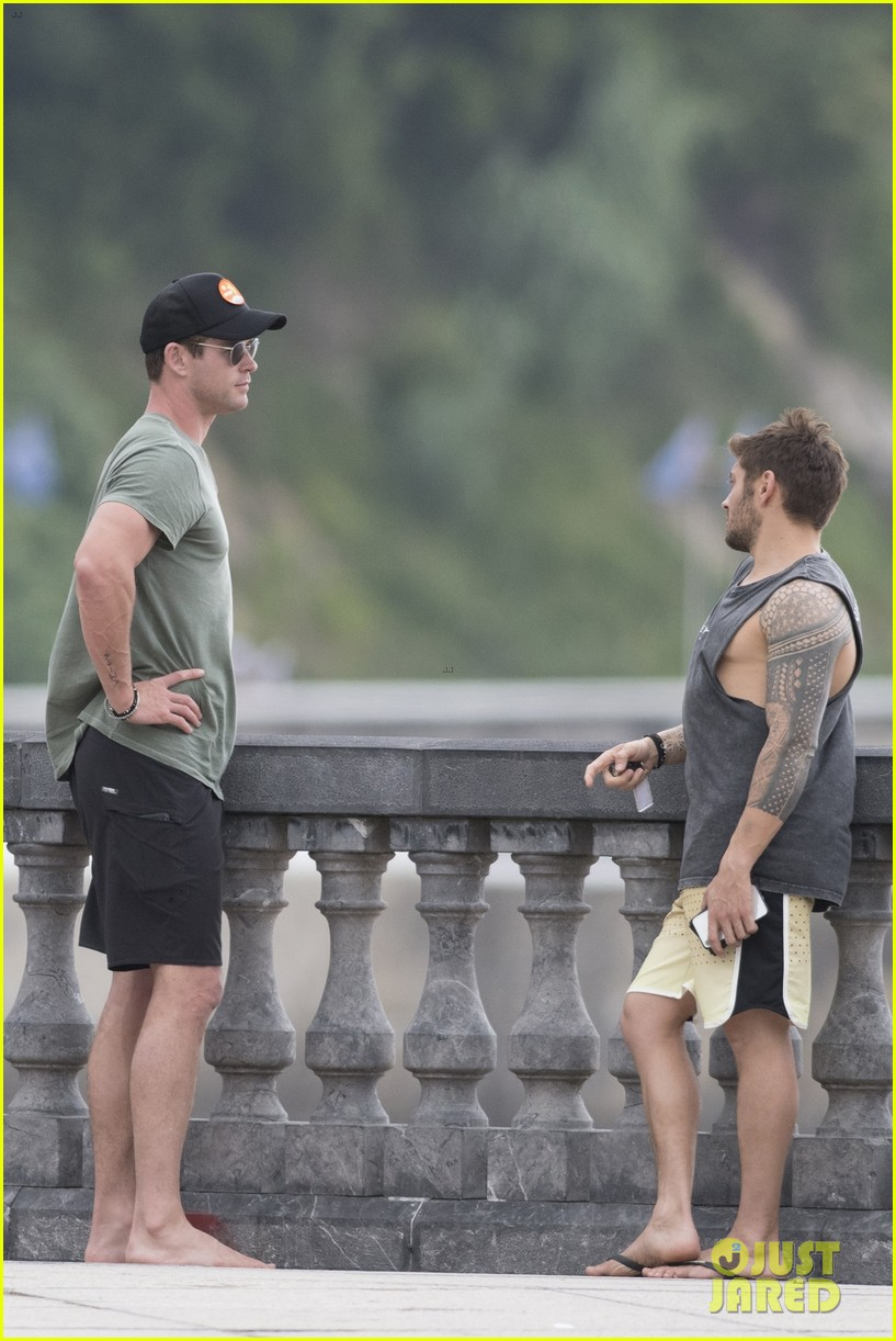 chris hemsworth matt damon vacation in spain 154116847