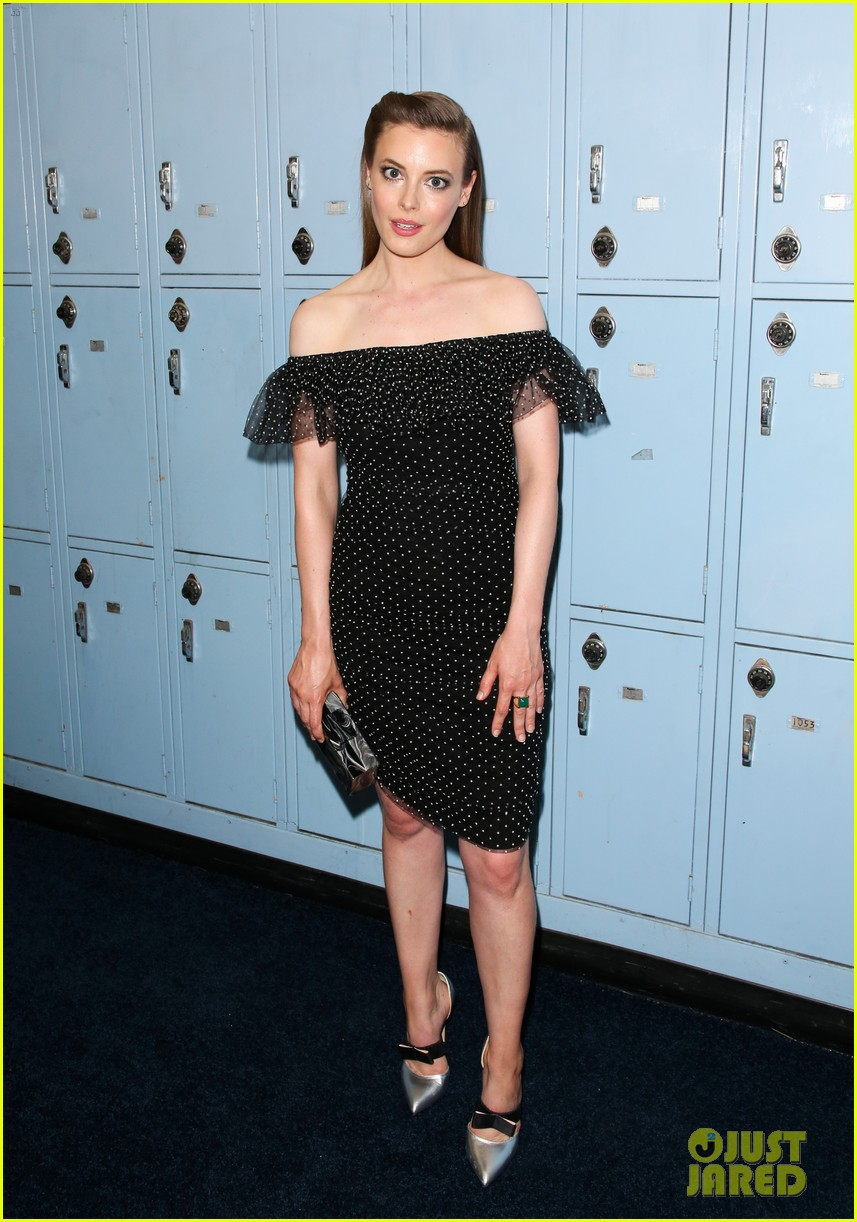 gillian jacobs joey king more support eighth grade cast at l a premiere 034113285