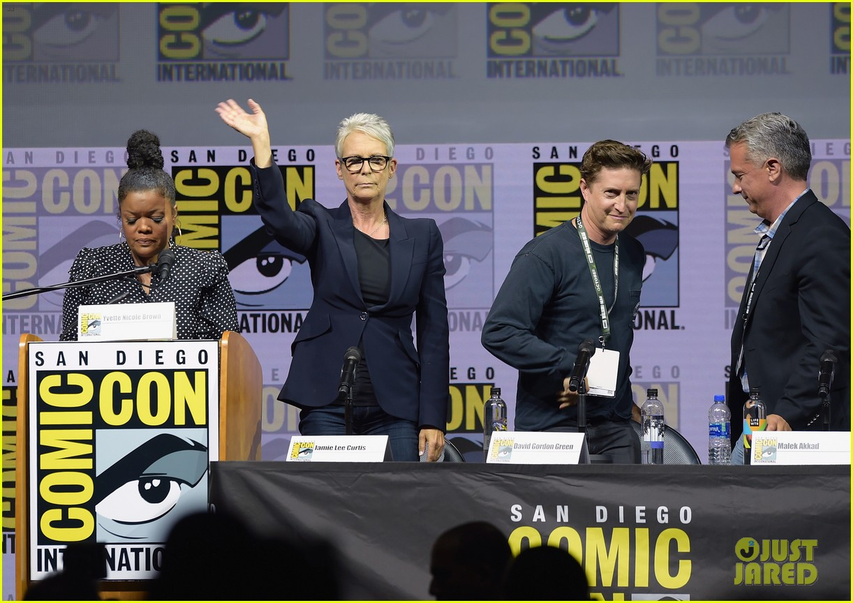 jamie lee curtis brings halloween to comic con 014117779