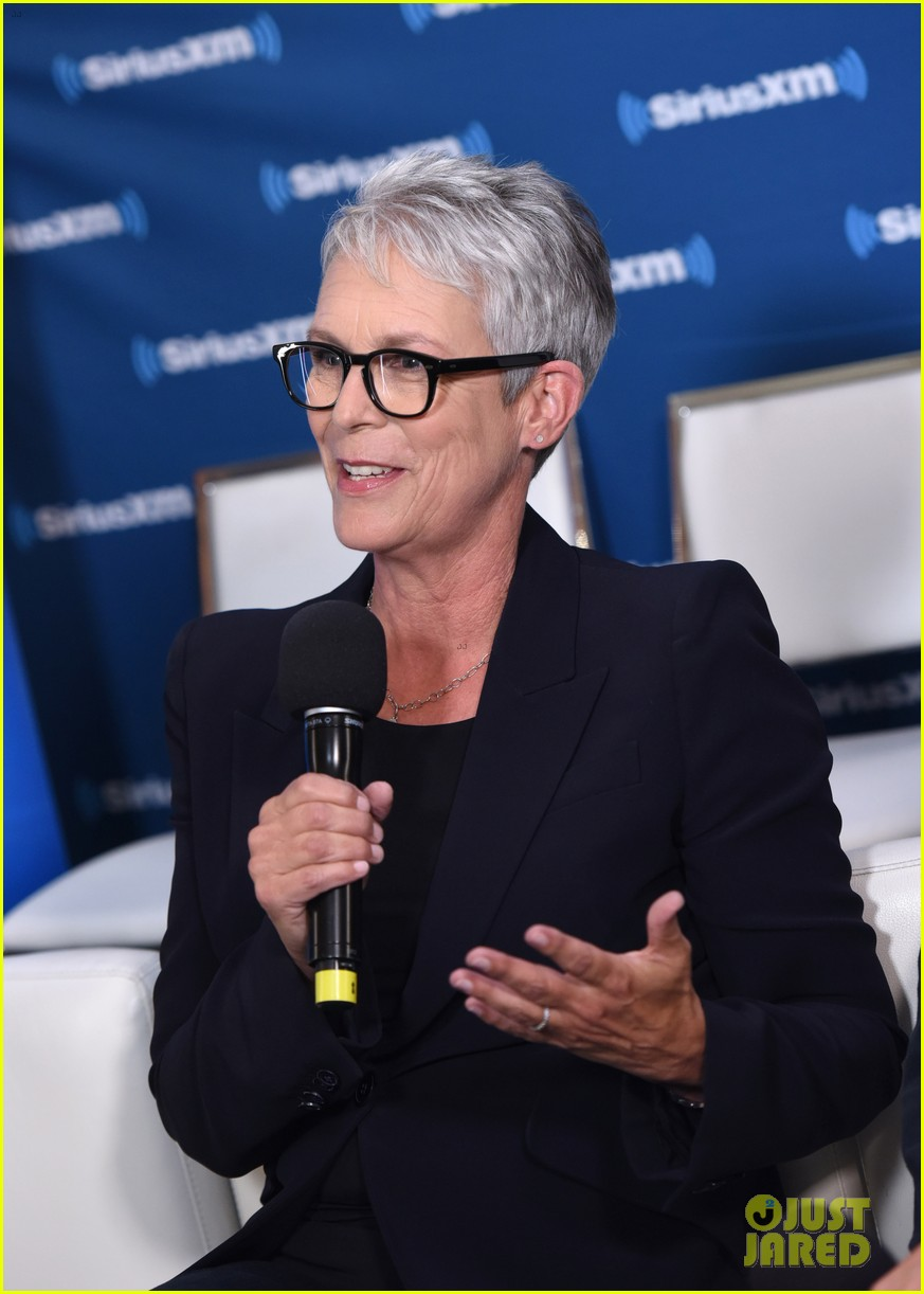 jamie lee curtis reflects on her greatest role at comic con