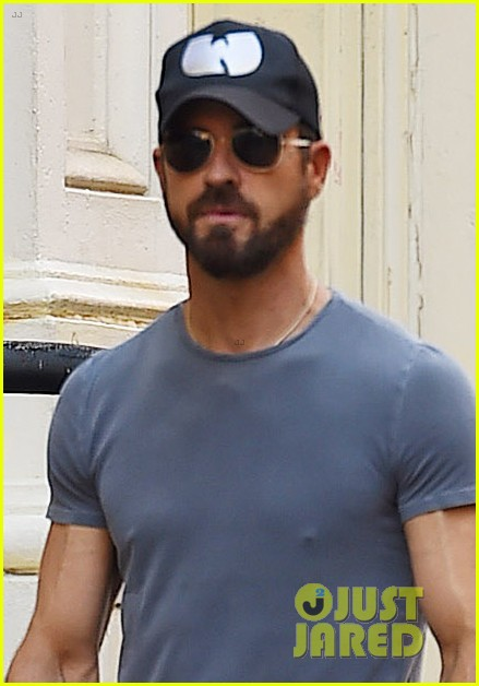 justin theroux female friend take his dog for a walk 044113104