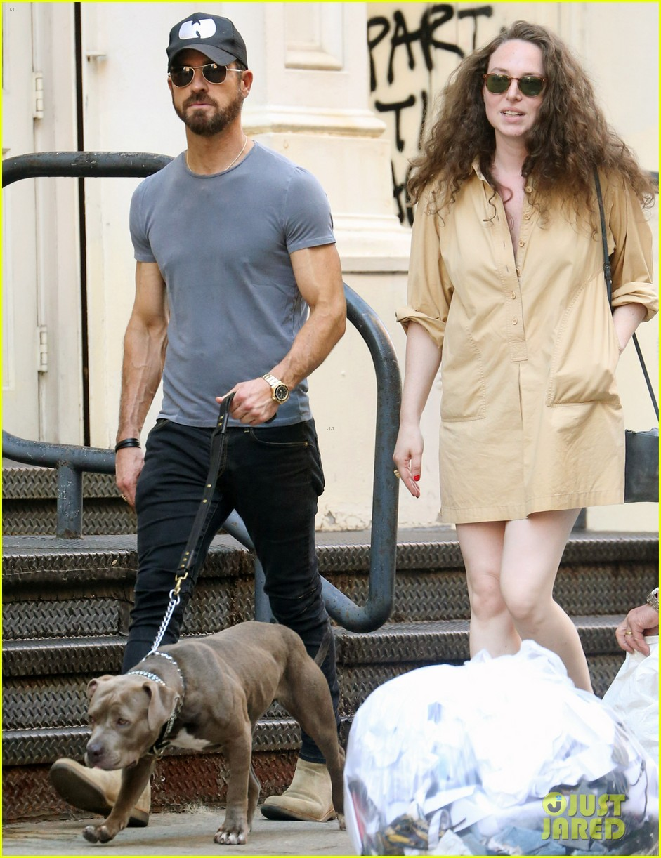 justin theroux female friend take his dog for a walk 054113105
