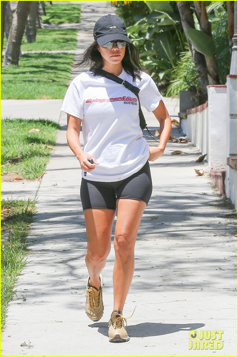 Kourtney Kardashian Rocks Tiny Biker Shorts In Beverly Hills Photo 4113828 Kourtney Kardashian Pictures Just Jared