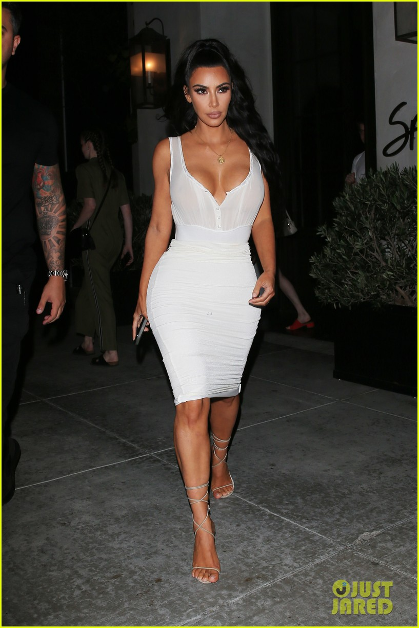 kim kardashian kkw fan event 044109704