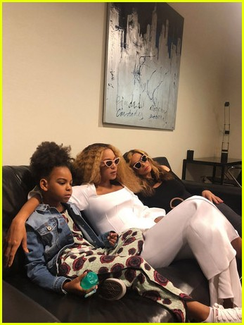 Beyonce Shares Rare Photo Of Twins Rumi Sir Photo 4120999 Beyonce Knowles Blue Ivy Carter Celebrity Babies Jay Z Rumi Carter Sir Carter Tina Knowles Pictures Just Jared