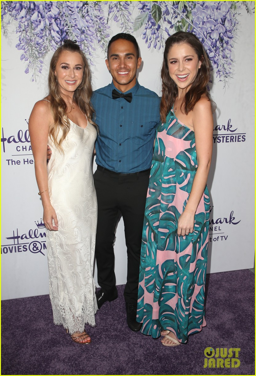 bailee madison becca tobin rachael leigh cook step out for 314121744