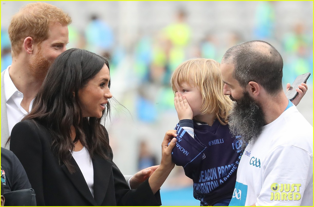meghan markle hair pulled three year old boy 024112865
