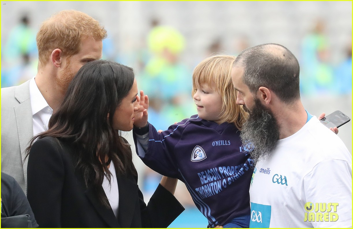 meghan markle hair pulled three year old boy 034112866