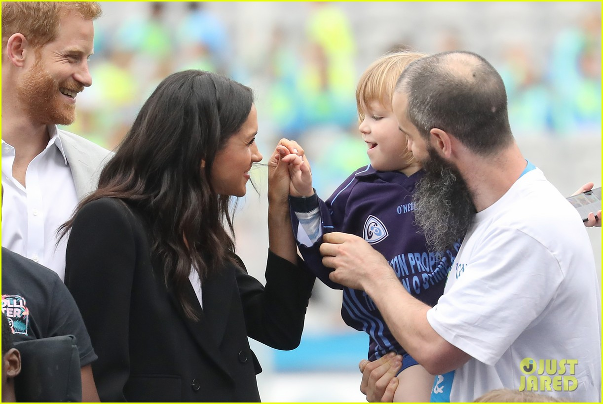 meghan markle hair pulled three year old boy 044112867