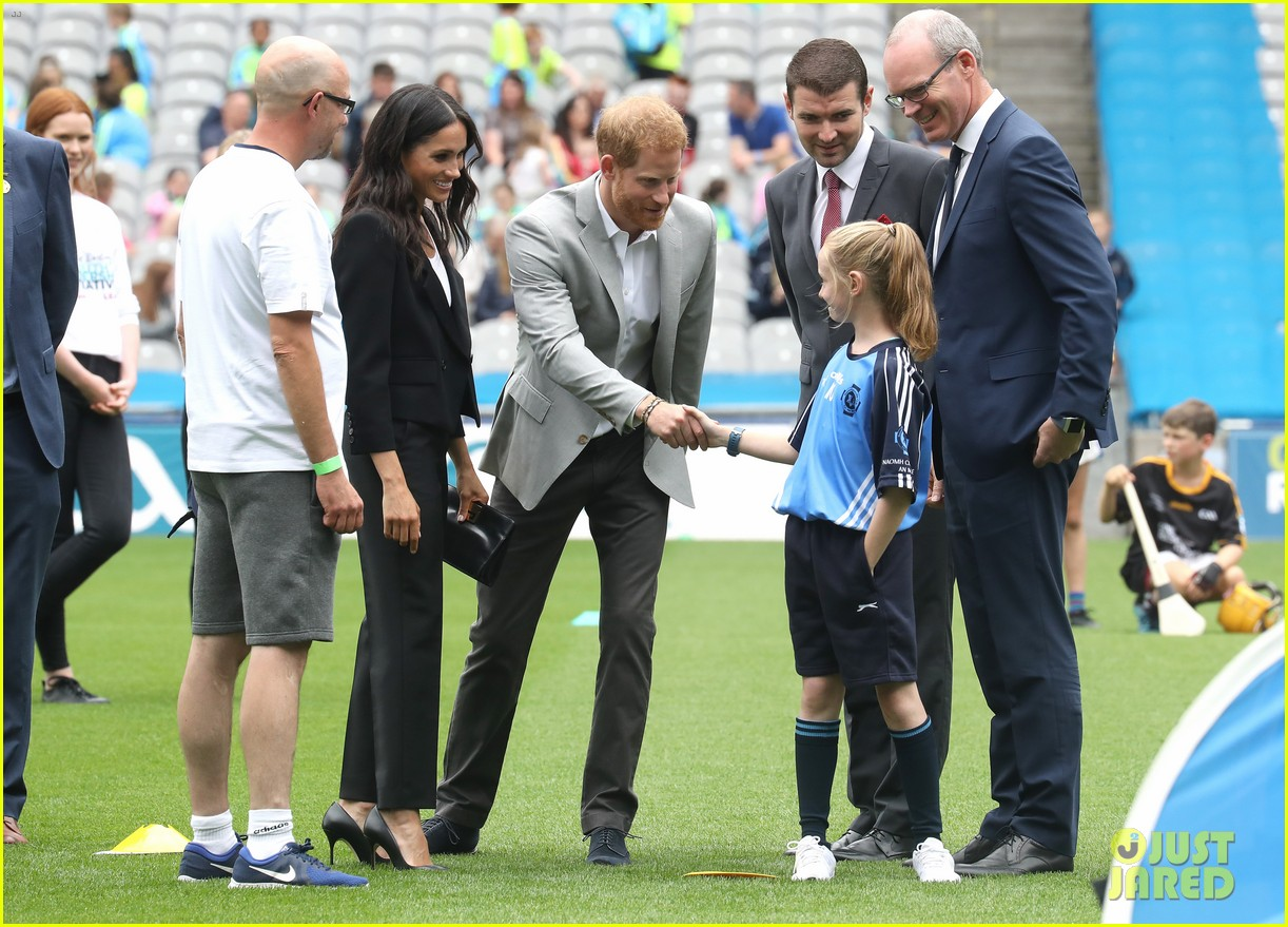 meghan markle hair pulled three year old boy 084112871