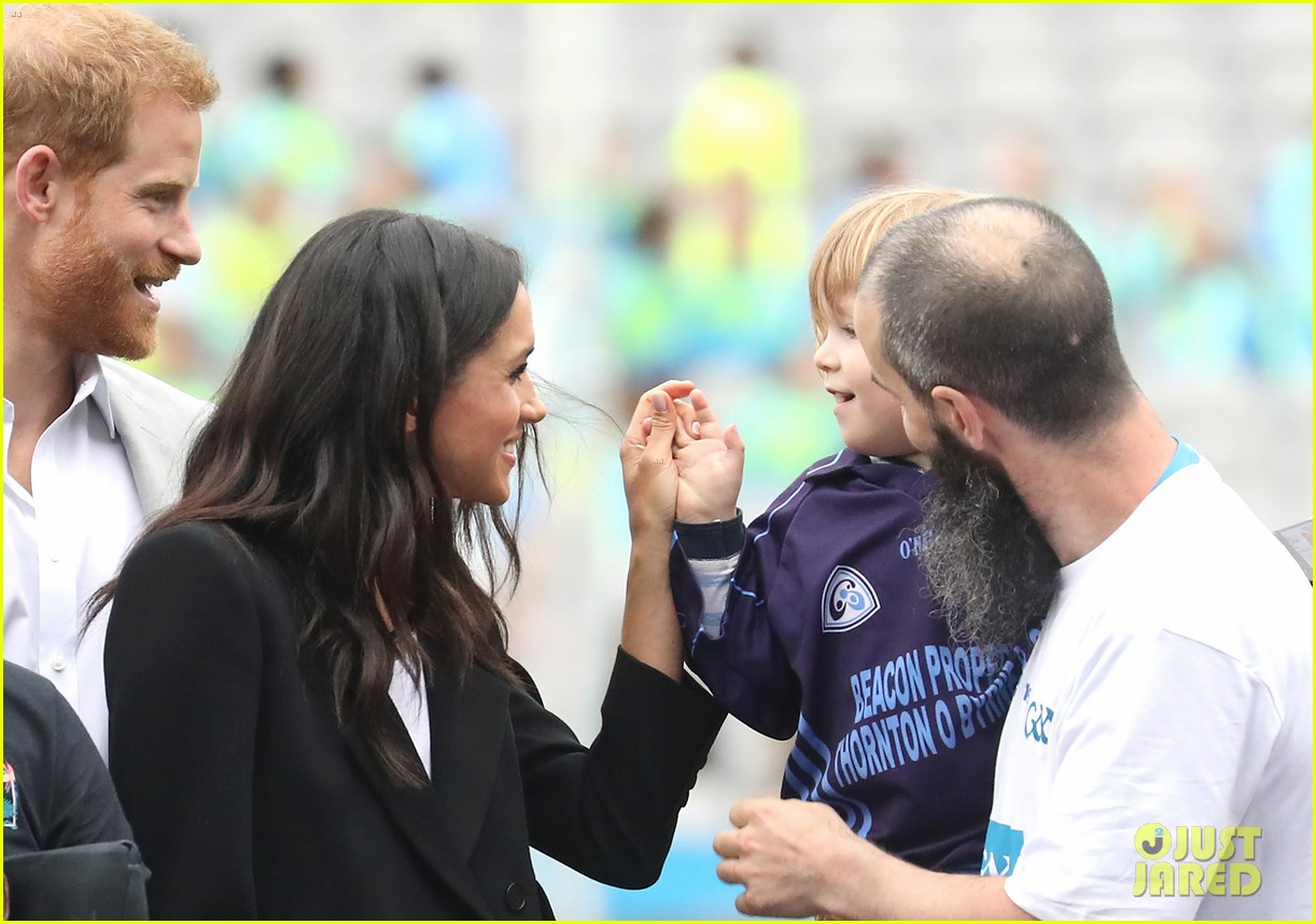 meghan markle hair pulled three year old boy 104112873