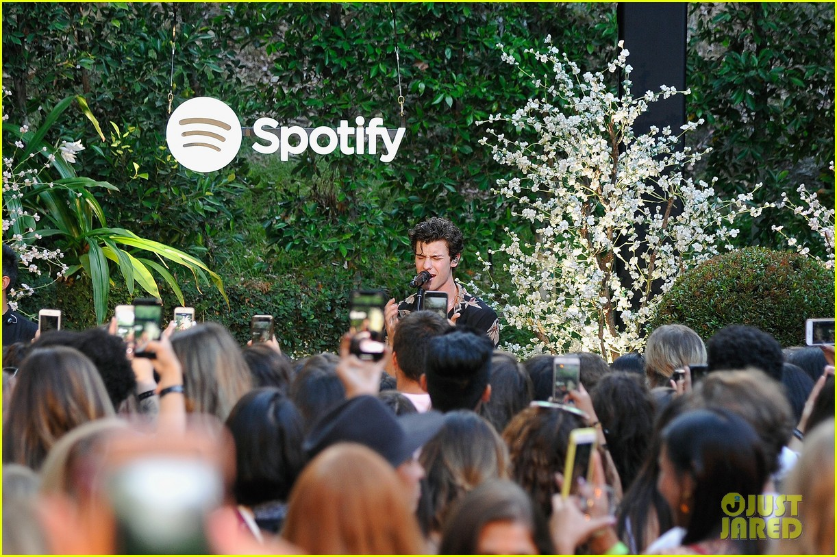 shawn mendes performs for his biggest fans at spotify event in beverly hills 054117305